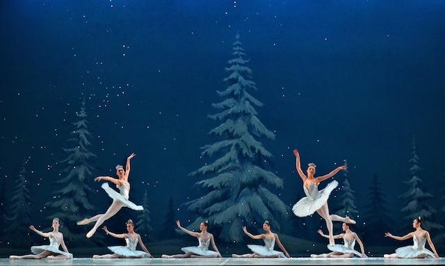 nutcracker-ballet-snowflakes